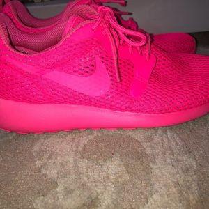 Women's hot pink nike sneakers